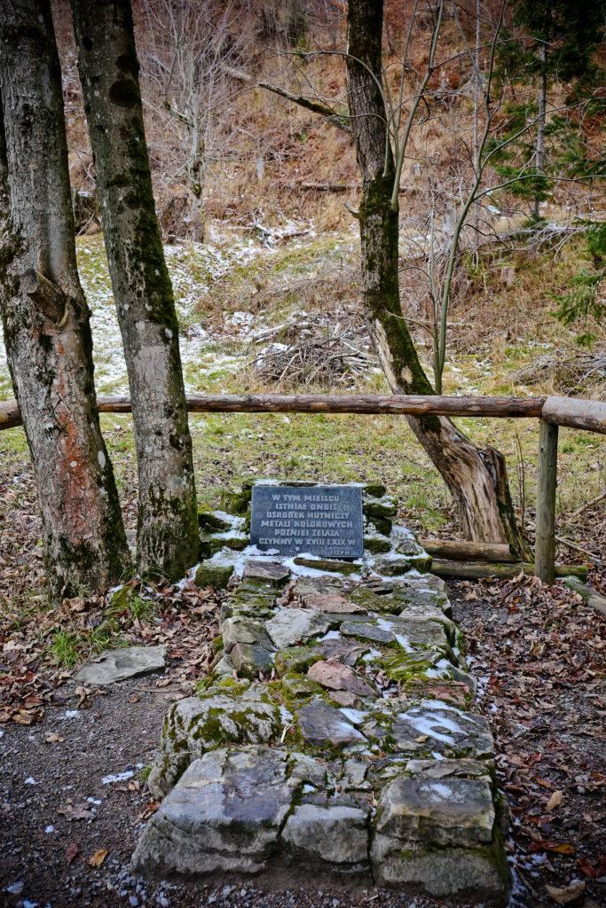 Pomnik huty w Dolinie Kościeliskiej