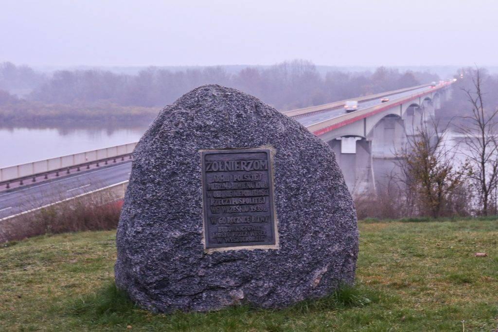 Pomnik bitwy nad Bzurą