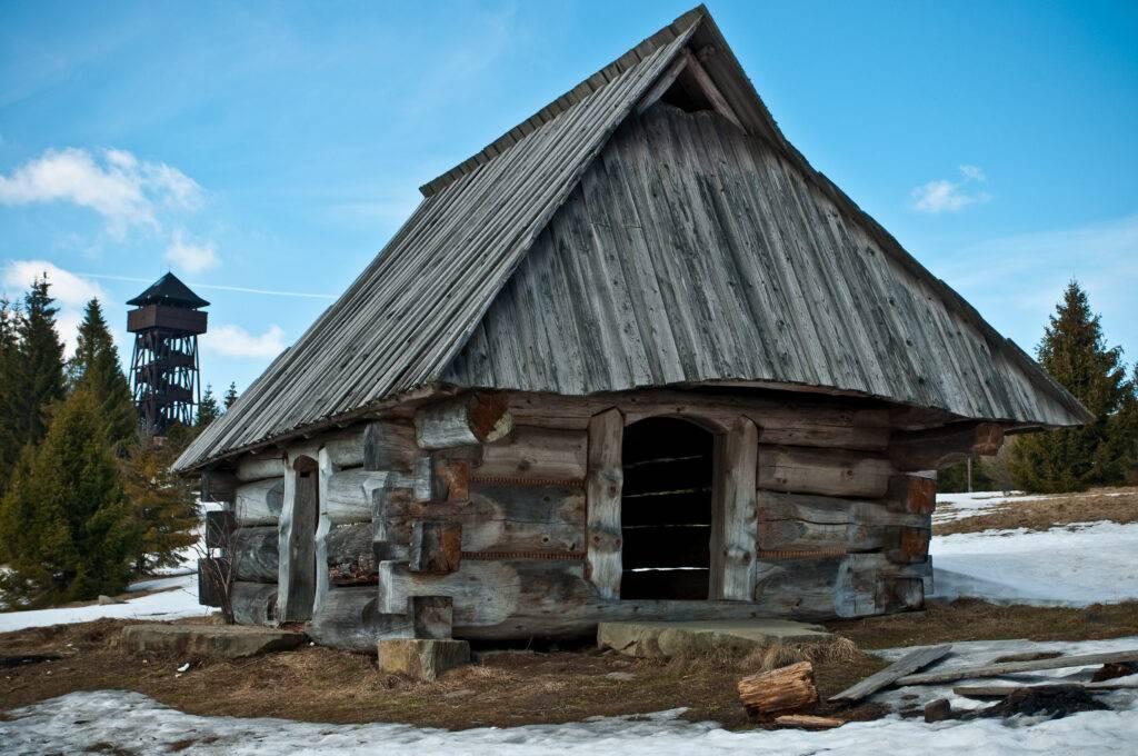 chata i wieża na Magurkach