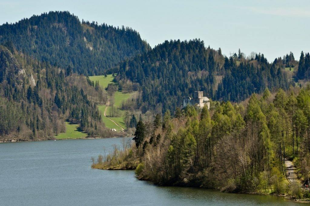 Pieniny i zamek Dunajec