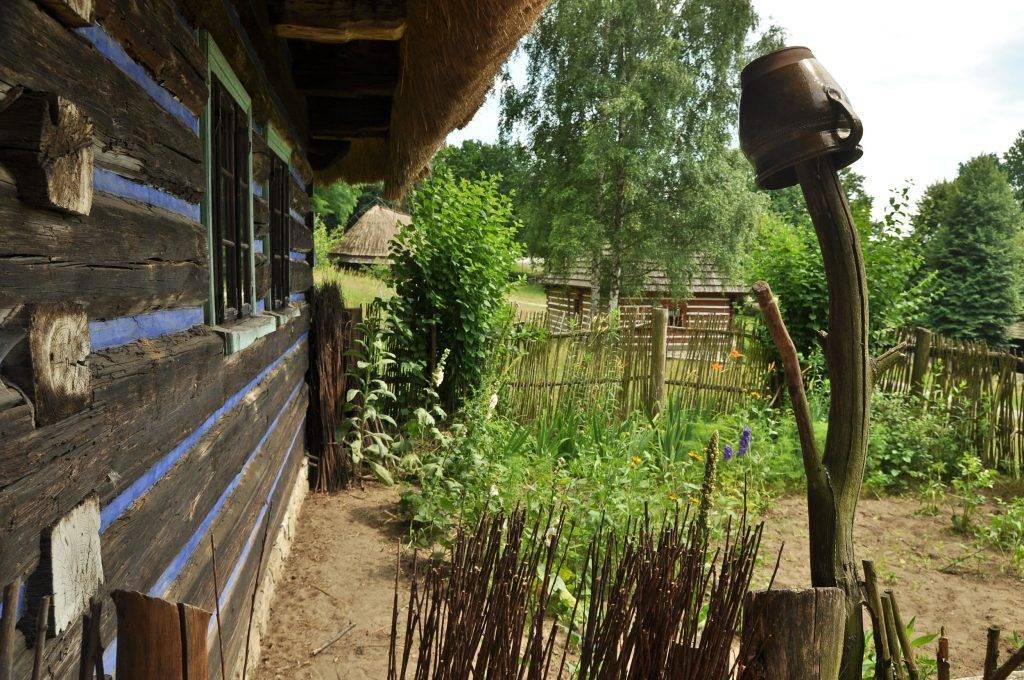 zabytkowe chaty w wygiełzowie